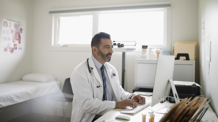 To fight pandemic, Hopdoc giving away its telehealth system to physicians