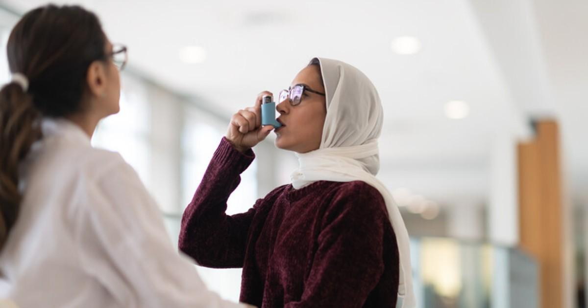 Patient using an inhaler