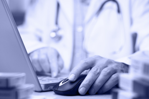 doctor using EHR