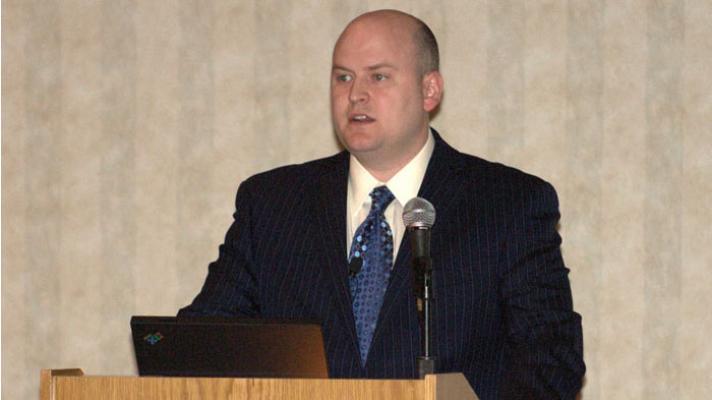 Steve Wretling speaking at a HIMSS event